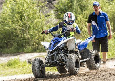 2017-Yamaha-YFM90-EU-Racing_Blue-Action-001-03